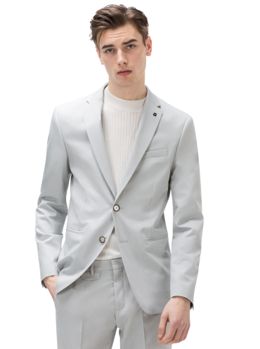 suit-breast-pocket-detail-classic-button-fastening-pin-lapel-detail-2