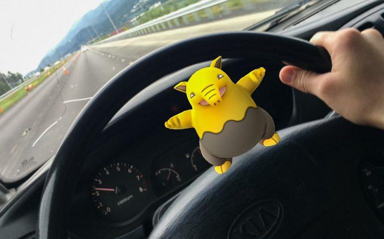 pokemon-go-in-the-car-jpg