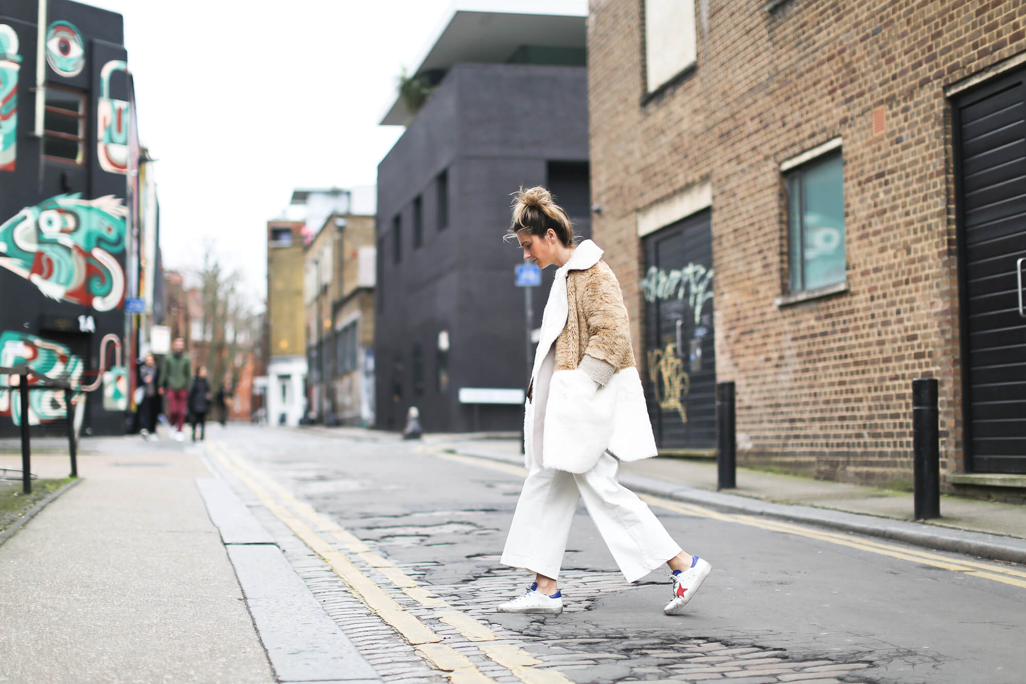 Clochet_streetstyle_asos_patchwork_faux_fur_coat_goldengoose_superstar_sneakers_topshopunique_show-6