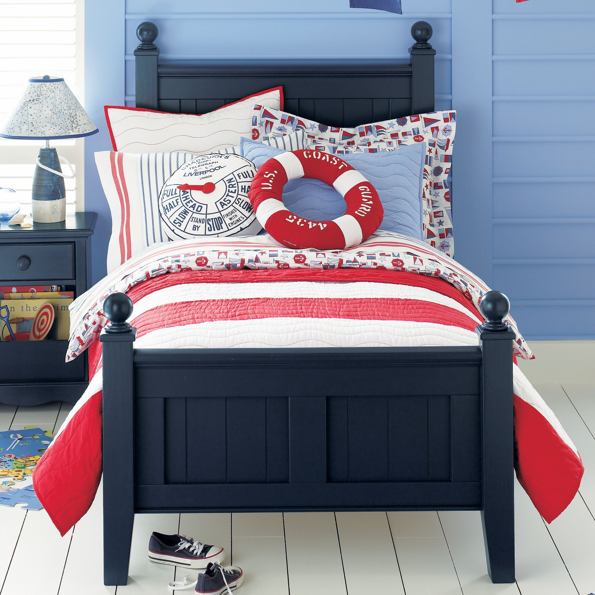 showy-style-of-nautical-theme-rooms