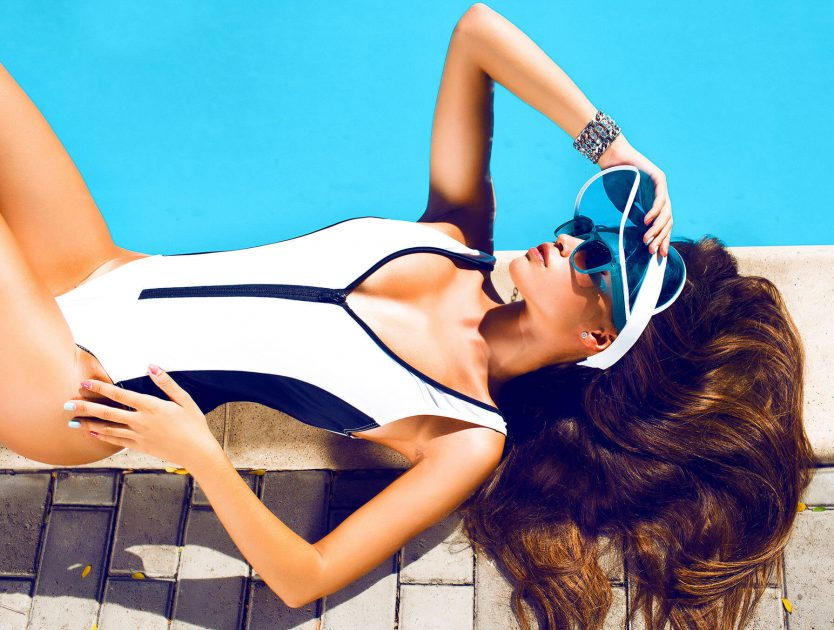 5 holiday-ready black-and-white swimsuits and 2-pieces!