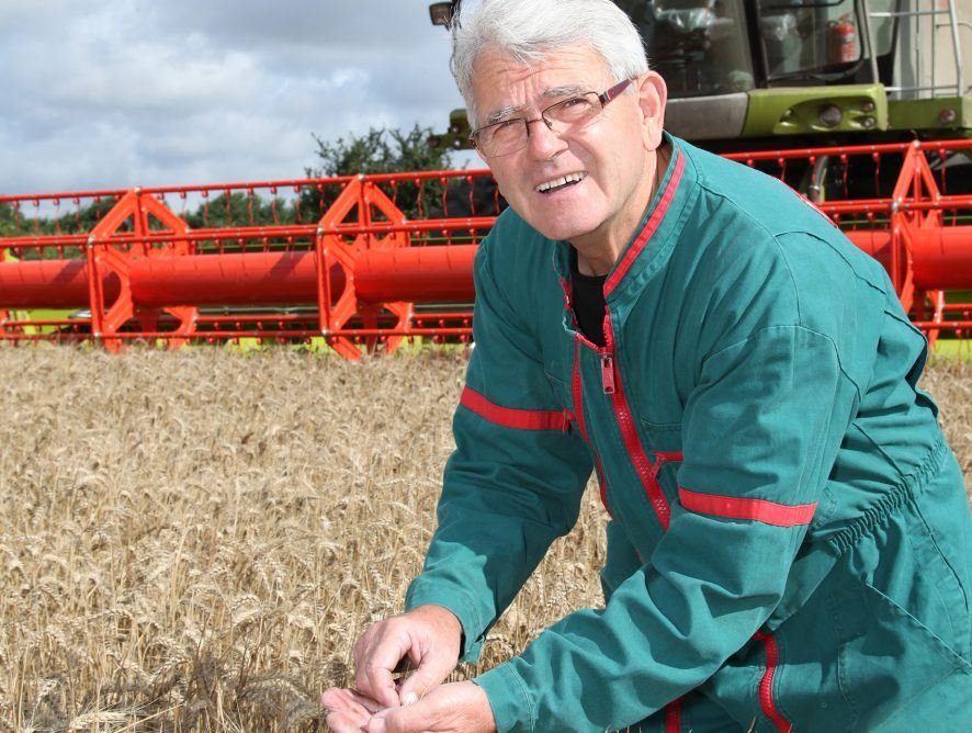 How Much Does Communication With Other Farmers Matter?